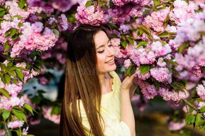Естественная красота лета skincare и спа r E цветок женщины весной стоковая фотография