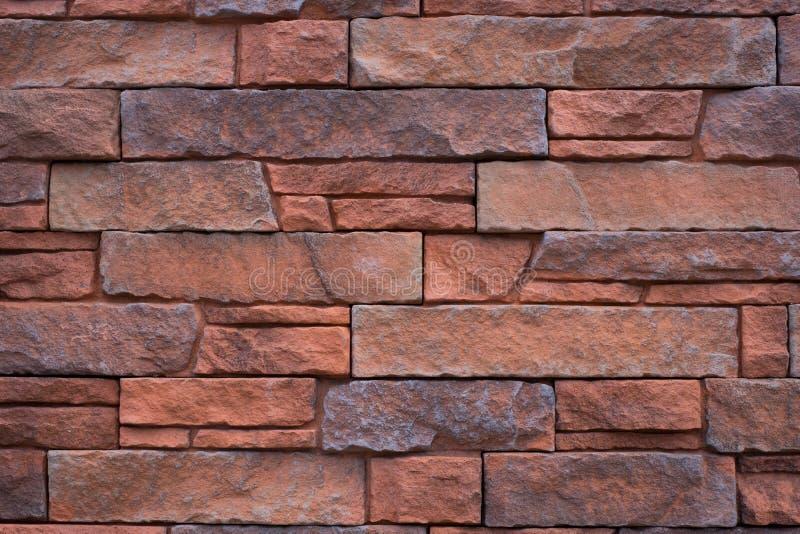Естественная предпосылка каменной стены - красные крыть черепицей черепицей камни кирпича стоковая фотография