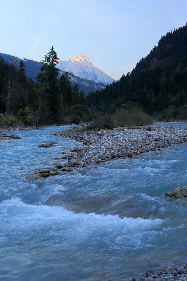 Естественное голубое река в Австрии стоковое изображение
