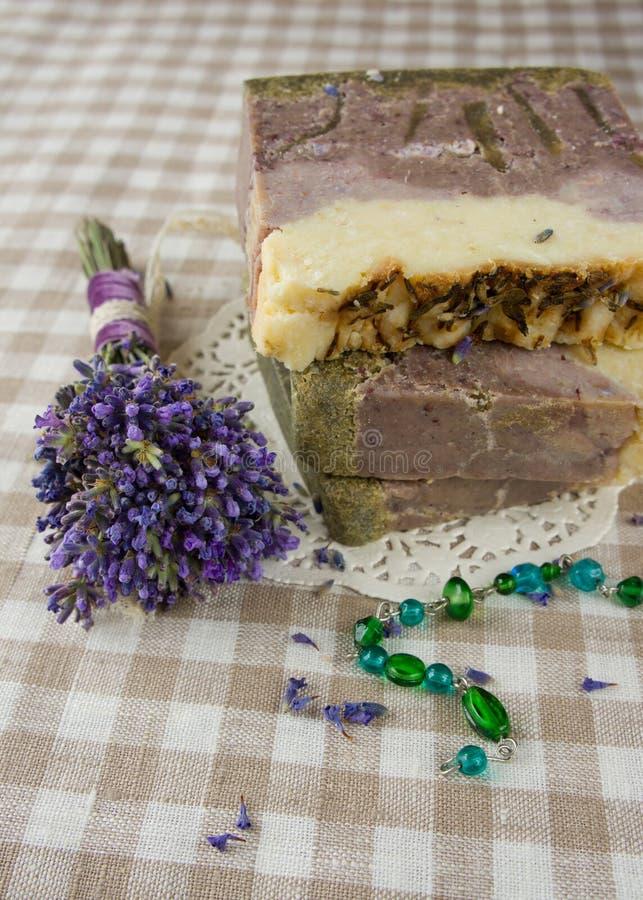 Естественное мыло с высушенной лавандой стоковая фотография rf