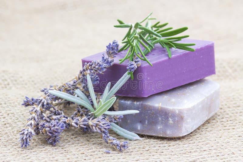 Естественное мыло с травами стоковая фотография rf
