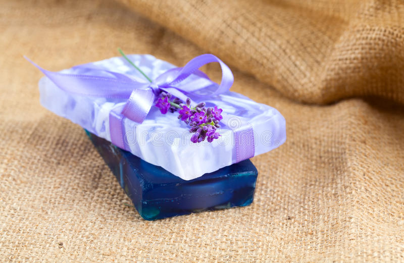 Естественное handmade мыло лаванды стоковое фото rf