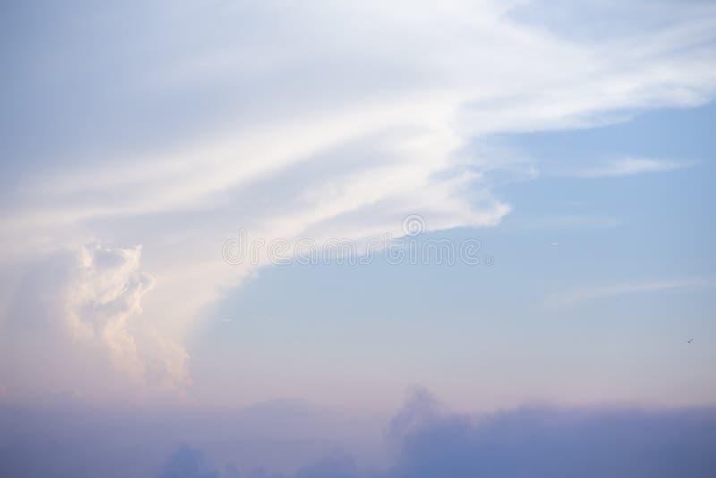 Естественные цвета выравнивая день неба новый для рая, свет от рая от н стоковая фотография