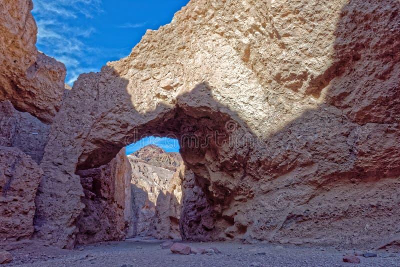 Естественный каньон моста, национальный парк Death Valley стоковое фото rf