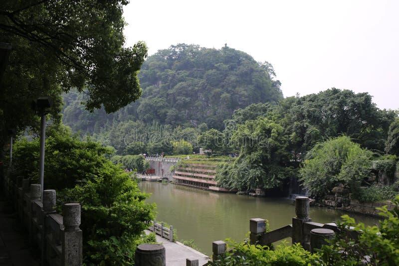 Естественный ландшафт и старый мост в Guilin стоковые фото