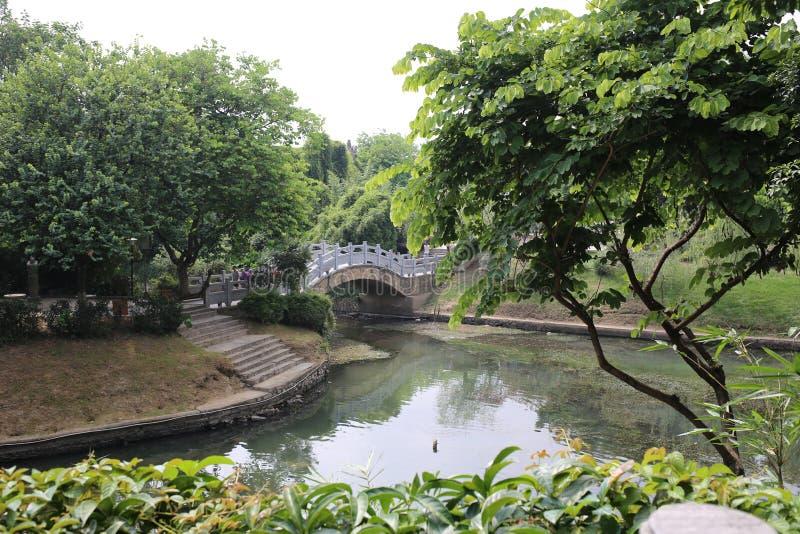 Естественный ландшафт и старый мост в Guilin стоковые изображения