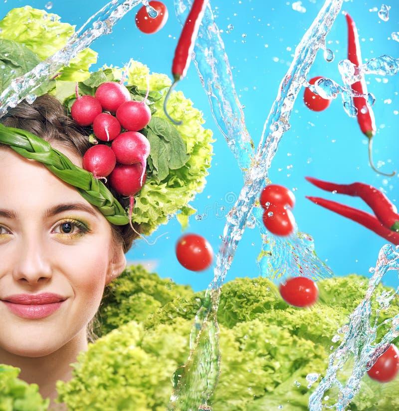 Естественный портрет еды молодой женщины стоковое изображение rf