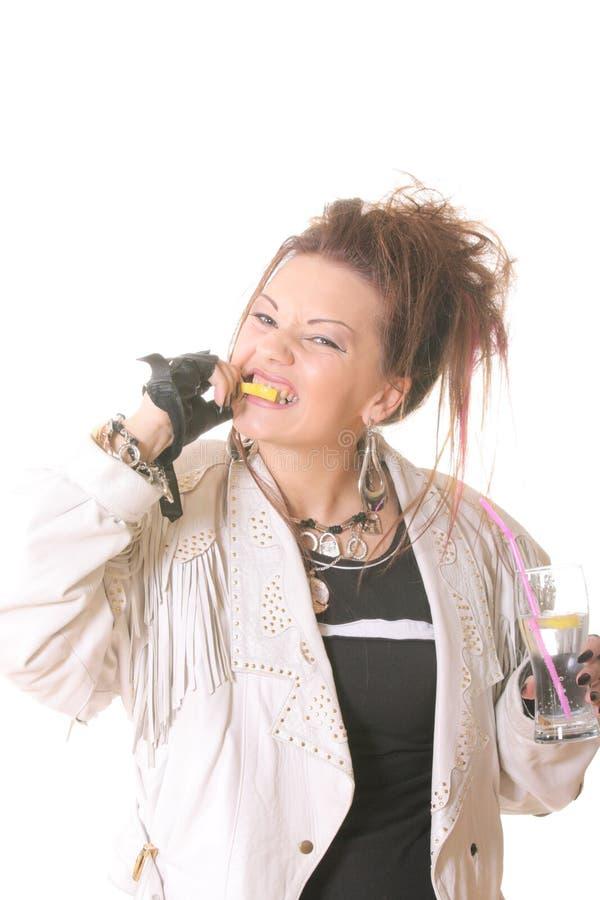 ест панк лимона девушки стоковые фото