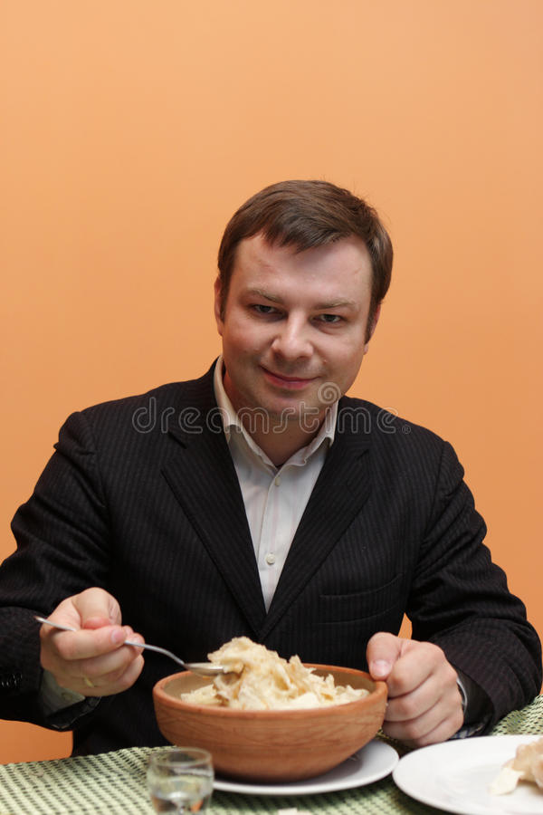 ест суп человека хэша стоковые фотографии rf
