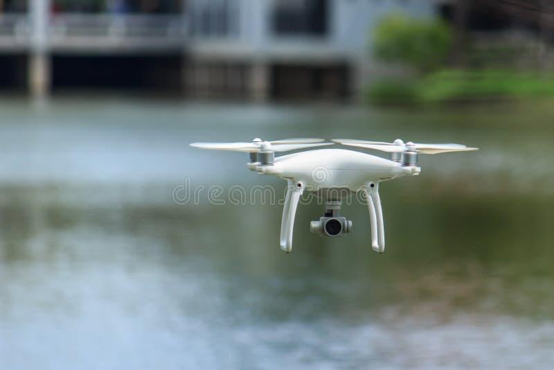 летание трутня 4k стоковые фото