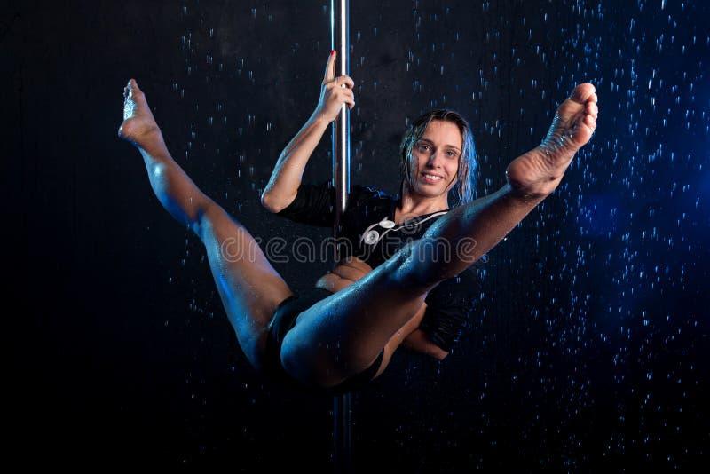 детеныши женщины воды подкраской студии фото сексуальные серебряные стоковая фотография rf