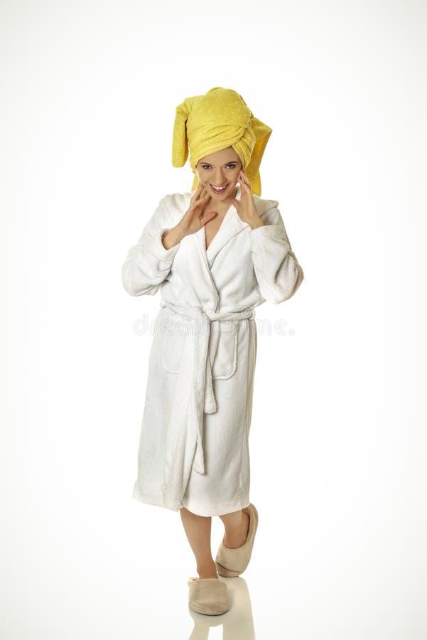 детеныши женщины bathrobe сь стоковое фото rf