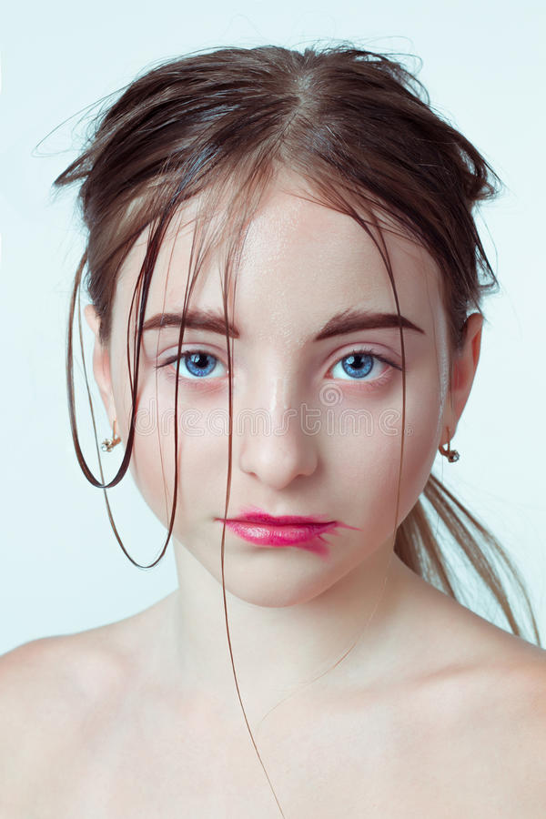 детеныши портрета девушки красотки Изображение утра с стоковое фото rf