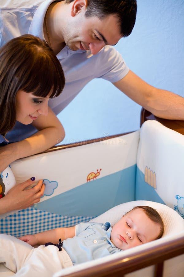 детеныши семьи newborn стоковые изображения rf