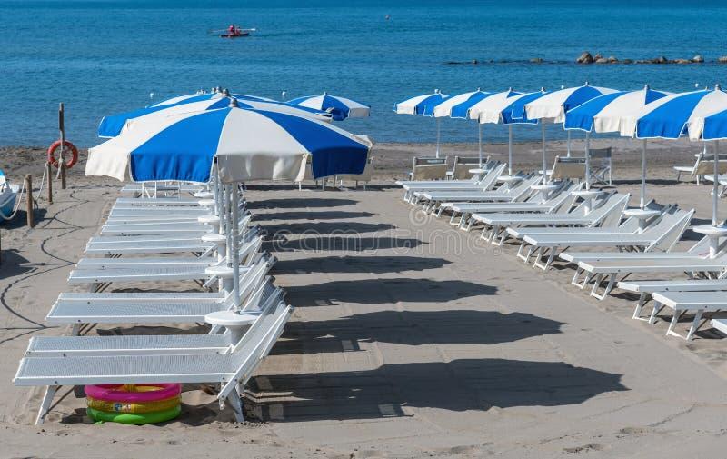 лето гор горизонта береговой линии пляжа стоковые изображения rf