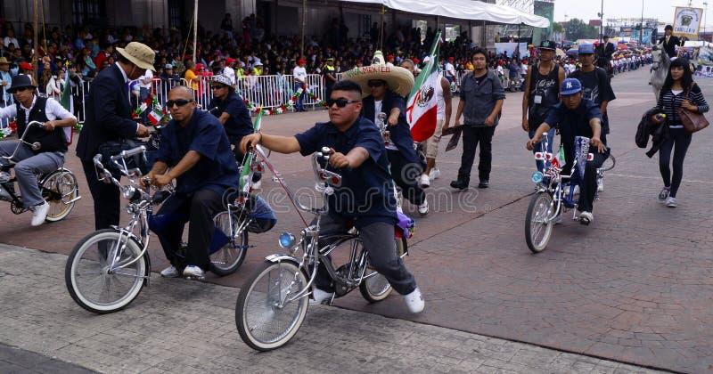 Ехать мексиканца подгонянные велосипеды стоковое изображение