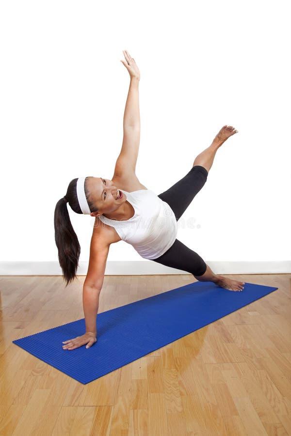 делать женскую йогу стоковые фотографии rf