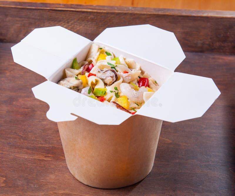 Еда азиата овощей лапшей Udon стоковые фотографии rf