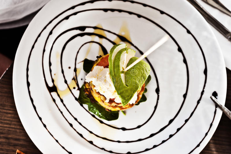 Еда завтрака оладьий мозоли и avo стоковые фотографии rf