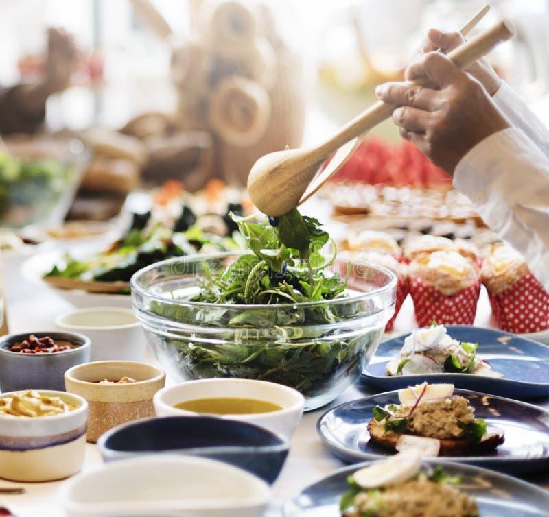 Еда завтрак-обеда шведского стола есть праздничное кафе обедая концепция стоковое фото