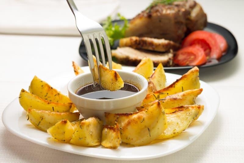 Еда зажаренной картошки клина стоковые фотографии rf