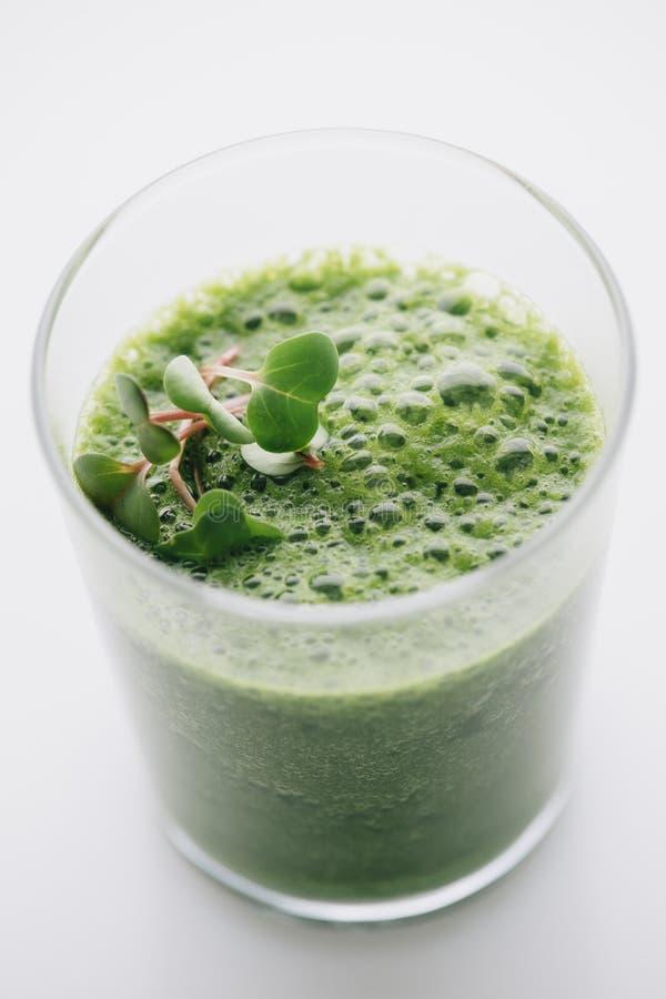 Download Еда: Зеленый Smoothie на белой предпосылке Стоковое Фото - изображение насчитывающей листья, витамины: 41653906