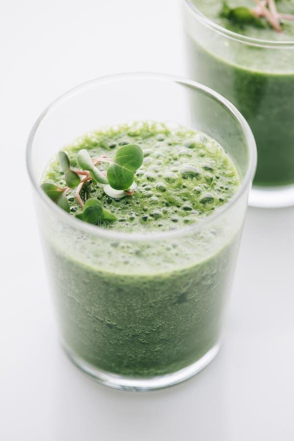 Download Еда: Зеленый Smoothie на белой предпосылке Стоковое Фото - изображение насчитывающей смешанно, сырцово: 41654140