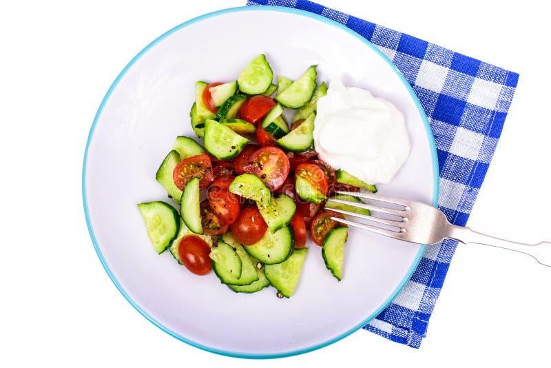 еда здоровая Светлый диетический салат свежих огурцов и томатов стоковая фотография