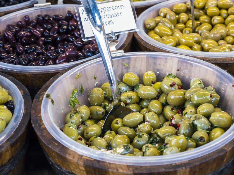 Еда на еженедельном рынке фермеров в Ланкастере Англии в центре города стоковые фото