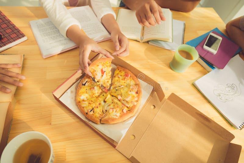 еда пиццы стоковые фотографии rf