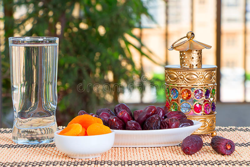 Еда Рамазана - счастливый завтрак стоковые фотографии rf