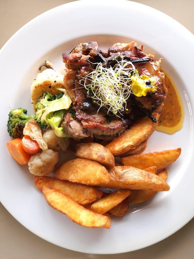 Еда свиной отбивной мясного блюда стоковые фото