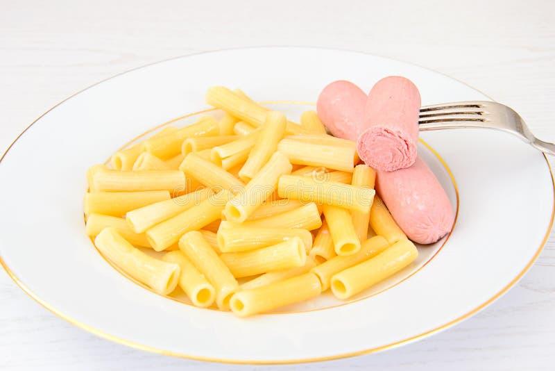 рисунок макароны с сосиской