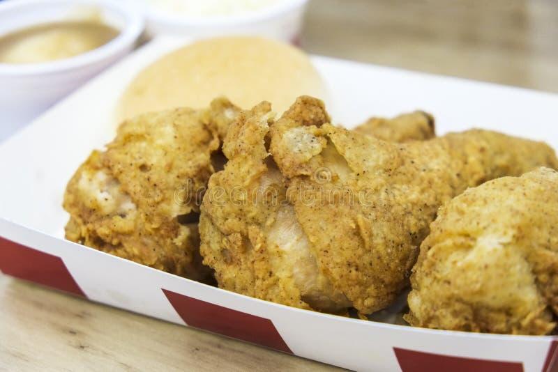 Еда Drumsticks жареной курицы стоковая фотография