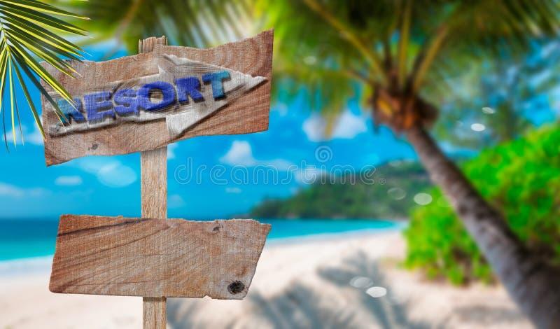 ?mpty leeg houten tekens of aanplakbord voor tekst met mening van het ?ropical strand, selectieve nadruk stock afbeelding