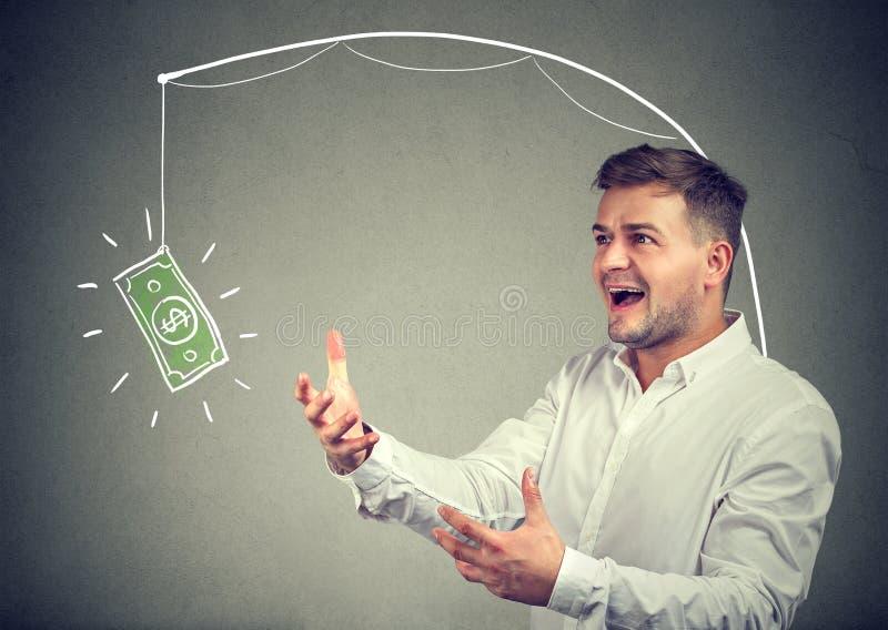 Жадный человек желая для долларовой банкноты стоковое изображение rf
