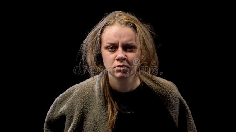 Жалкое женское чувство безвыходное, ptsd после сексуального надругательства, расстройства рассудка стоковые фото