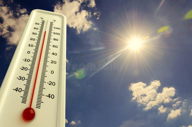 Жара, термометр показывает что температура горяча в небе, лете иллюстрация штока