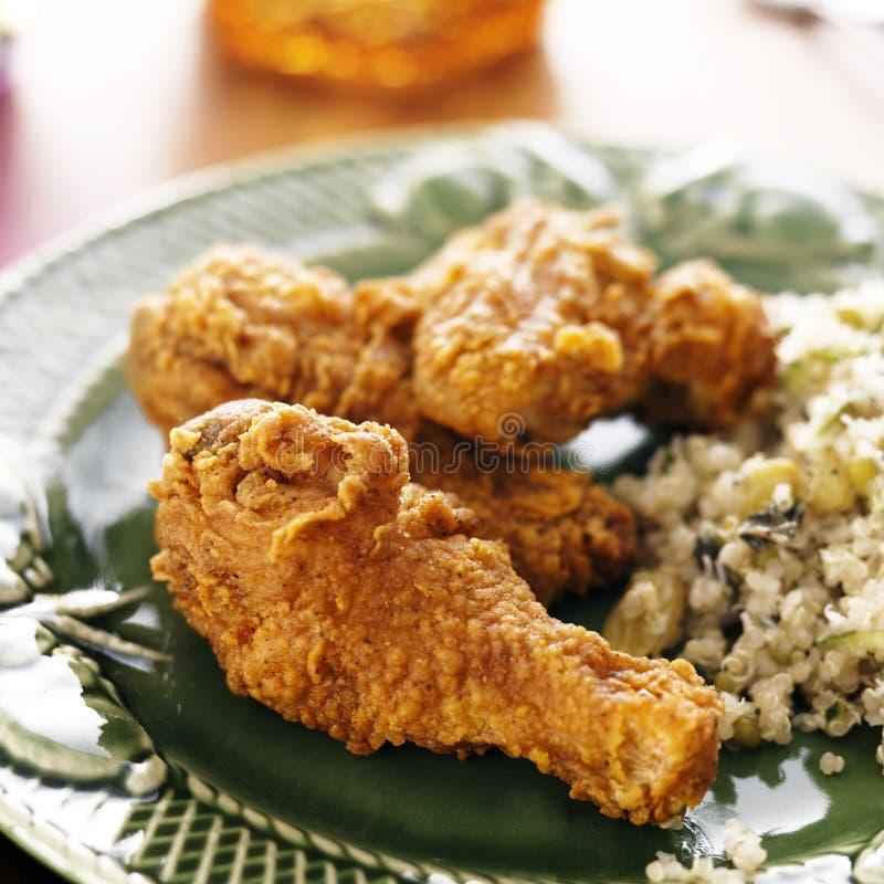Жареная курица сваренная домом стоковая фотография rf
