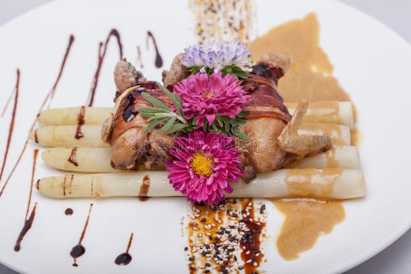 Жареная курица с соусом стоковое изображение rf