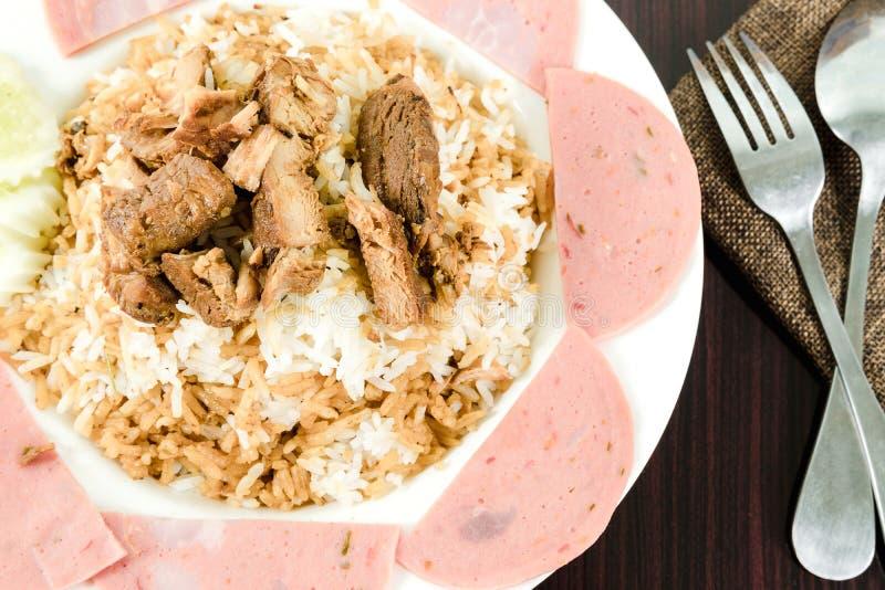 Жареные рисы при свинина зажаренный с ветчиной стоковое изображение rf