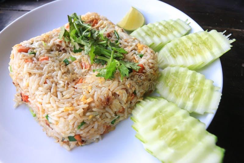 Жареные рисы с яичками - тайское  fooÄ стоковые фотографии rf