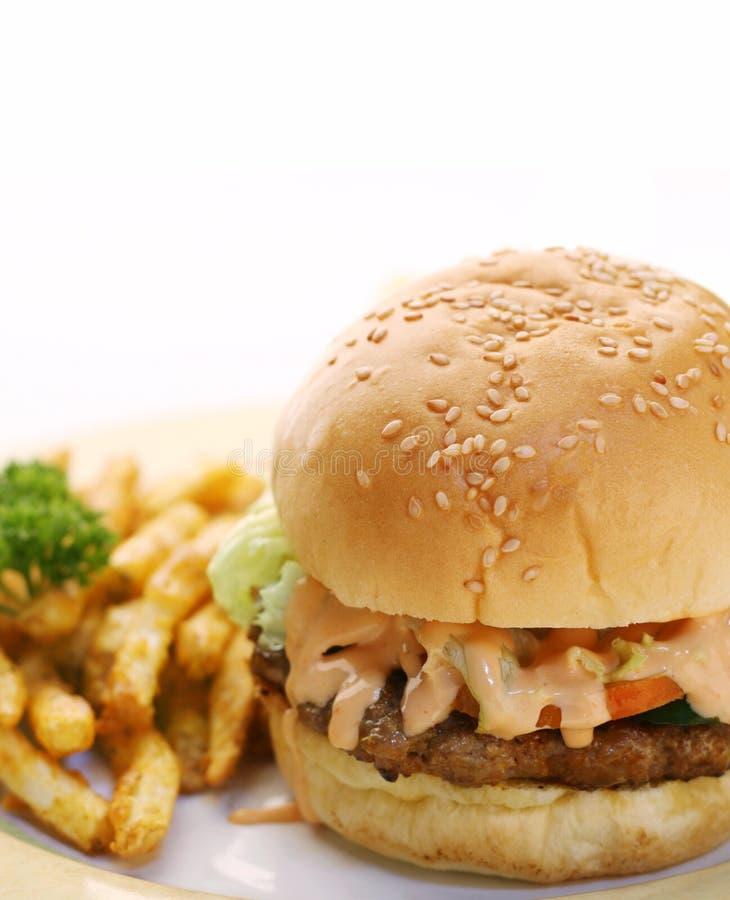 жарит гамбургер стоковая фотография
