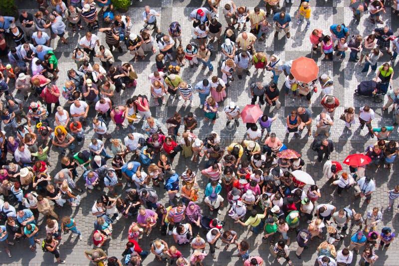ждать взгляда сверху площади людей стоковые фото