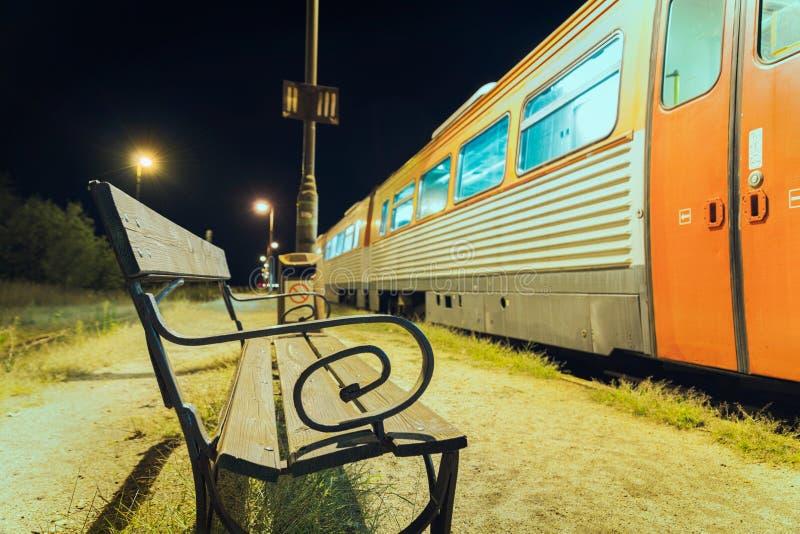 Ждать поезд стоковое изображение rf