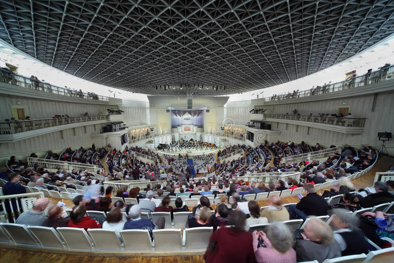 ждать симфонизма людей оркестра согласия стоковая фотография