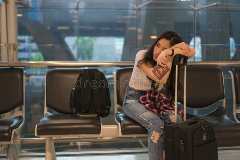 Ждите друга для того чтобы путешествовать к авиапорту стоковое фото rf