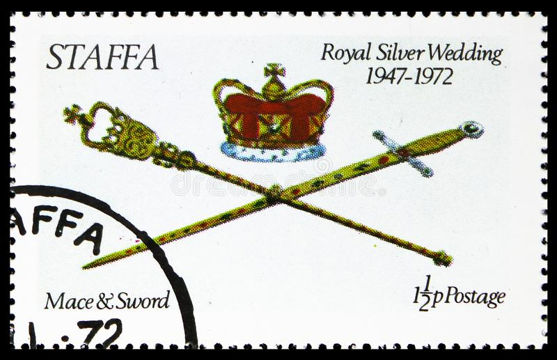 Жезл и шпага, королевская серебряная свадьба, serie Staffa Шотландии, около 1972 стоковые фотографии rf