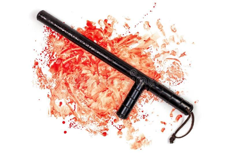 Жезл tonfa кровопролитной русской полиции резиновый в крови распыливает изолированный на белой предпосылке в идущей сверху вниз п стоковая фотография rf