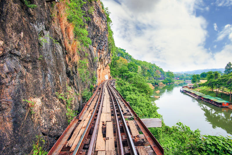 Железная дорога Бирм-Сиама, железная дорога смерти, Kanchanaburi, Таиланд стоковая фотография rf